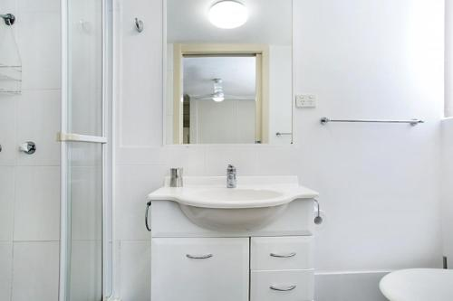 A bathroom at A PERFECT STAY - Moonbird
