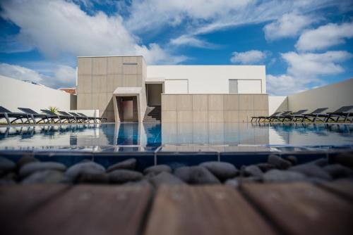 A piscina localizada em Charming Blue ou nos arredores