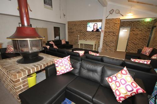 A seating area at Acacia Snowy Motel