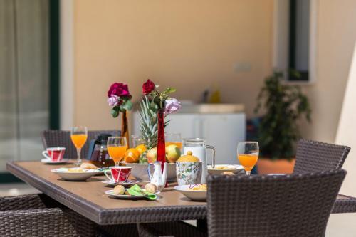 Restoran ili neka druga zalogajnica u objektu Villa Avoca
