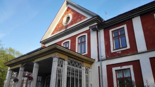 Hoone, kus külalistemaja asub