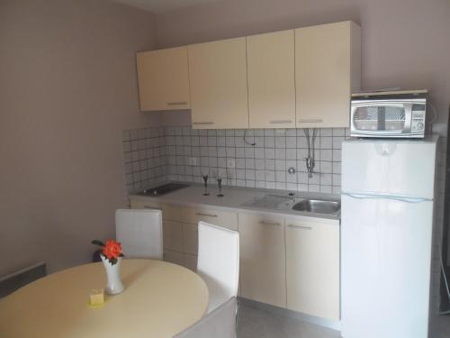 A kitchen or kitchenette at Apartments Dunja Piric