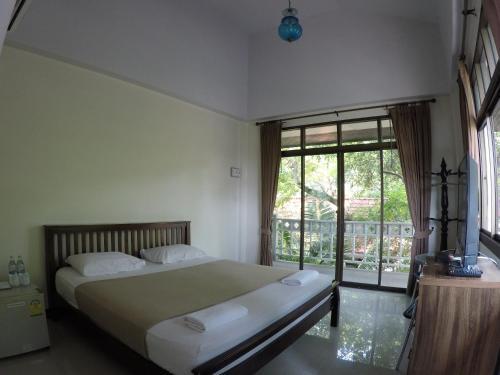 Кровать или кровати в номере The Old Palace Resort Klong Sa Bua