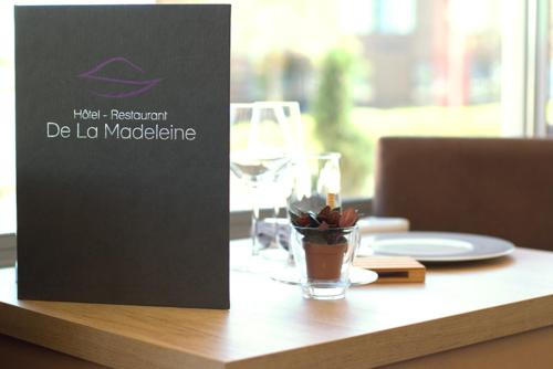 A restaurant or other place to eat at Hotel de La Madeleine