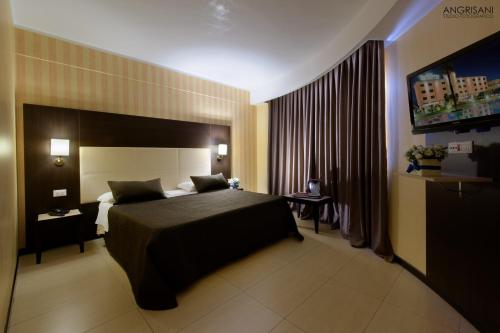 A bed or beds in a room at San Severino Park Hotel & SPA Sure Hotel Collection