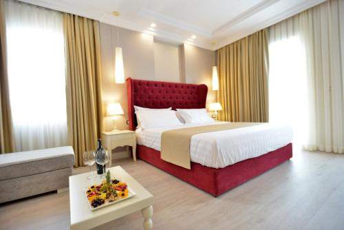 A bed or beds in a room at Hotel Flower & SPA