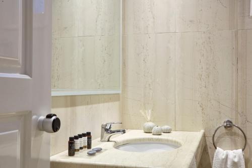 Ένα μπάνιο στο Elounda Palm Hotel & Suites