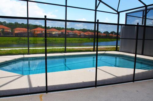 A piscina localizada em Bella Vida Resort by FVH ou nos arredores