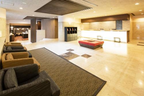 Area lobi atau resepsionis di HOTEL MYSTAYS Ueno East
