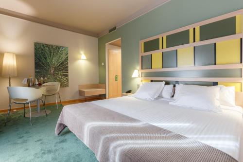 Ein Bett oder Betten in einem Zimmer der Unterkunft Ciutat de Barcelona