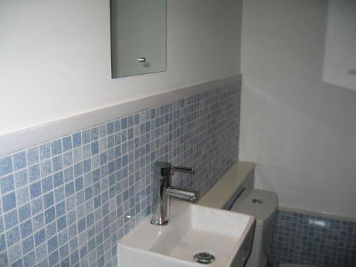 A bathroom at The Barrington Hotel