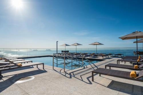 A piscina localizada em Windsor Marapendi ou nos arredores