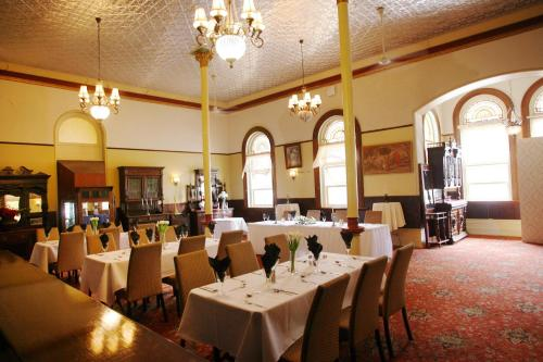 A restaurant or other place to eat at Criterion Hotel Rockhampton