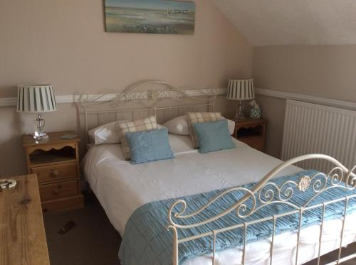 A bed or beds in a room at Albury House