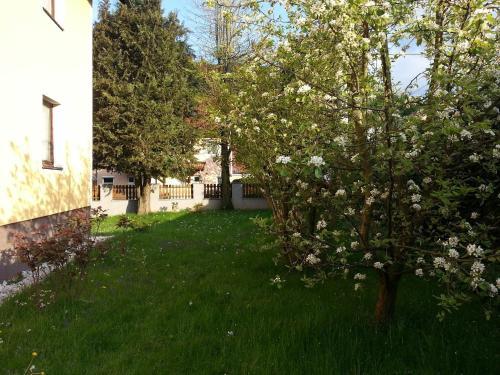 Ein Garten an der Unterkunft Bach 22 - Giverny room