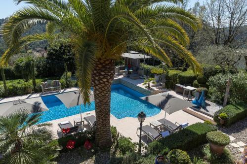 Uitzicht op het zwembad bij Villa Cédria of in de buurt