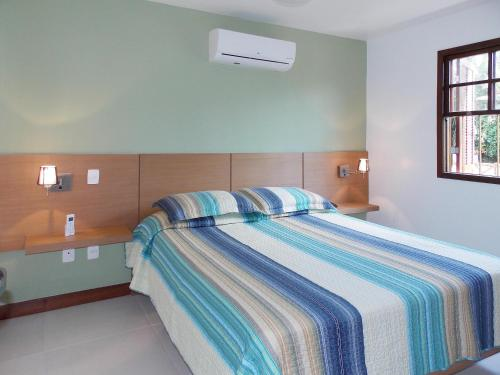 A bed or beds in a room at Ancoradouro Flats