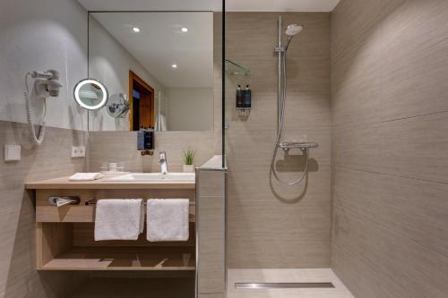 A bathroom at Hotel Hofgut Sternen