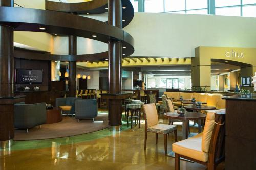 A restaurant or other place to eat at Renaissance Walnut Creek Hotel