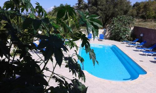 Der Swimmingpool an oder in der Nähe von Sami View