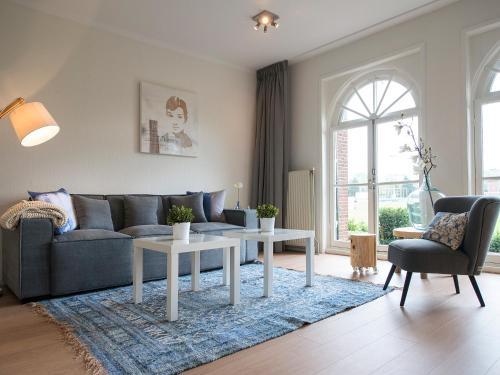 Ein Sitzbereich in der Unterkunft BizStay Cricket Mansion Apartments
