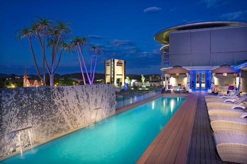 Hilton Windhoek tesisinde veya buraya yakın yüzme havuzu