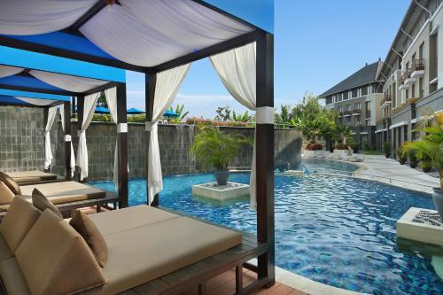 The swimming pool at or close to Mercure Bali Nusa Dua