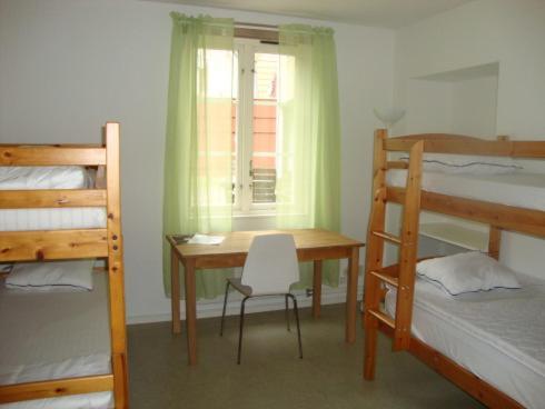 Ein Etagenbett oder Etagenbetten in einem Zimmer der Unterkunft Kalmar Sjömanshem
