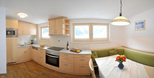 Kuchyň nebo kuchyňský kout v ubytování Hocheggerhof - Urlaub am Kinderbauernhof