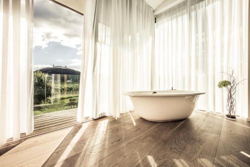 Ein Badezimmer in der Unterkunft MALAT Weingut und Hotel