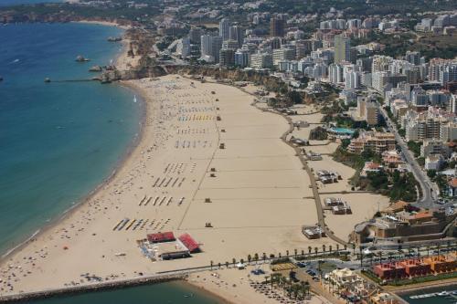 A bird's-eye view of Apartamentos Turisticos Perola da Rocha