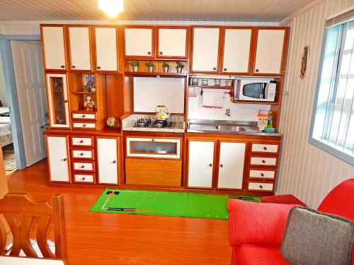 A cozinha ou cozinha compacta de Chale da Serra 02