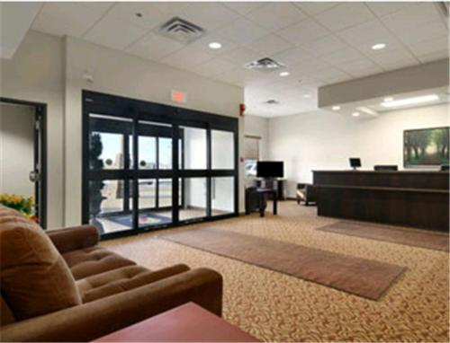 The lobby or reception area at Super 8 by Wyndham Innisfail