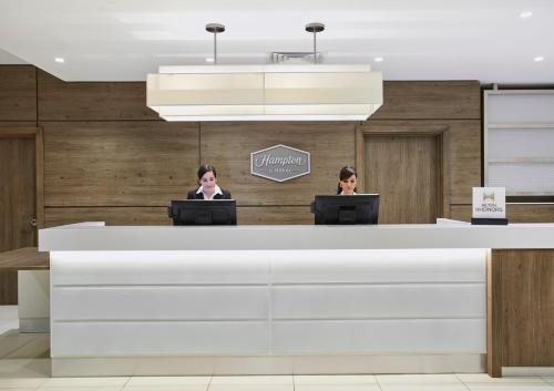 The lobby or reception area at Hampton by Hilton Oxford