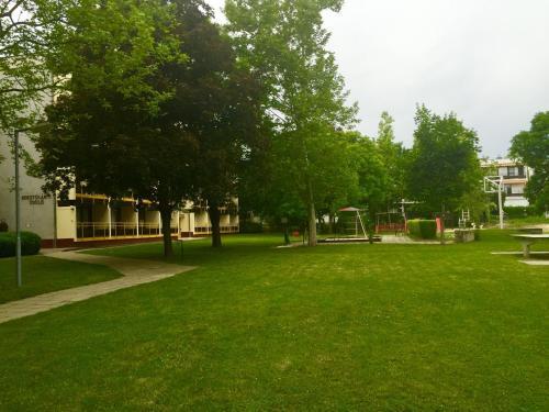 A garden outside Kosztolányi Apartmanház