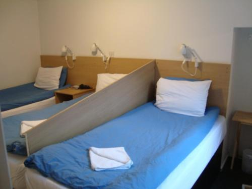 A bed or beds in a room at Hostel Alma & Cafe Express