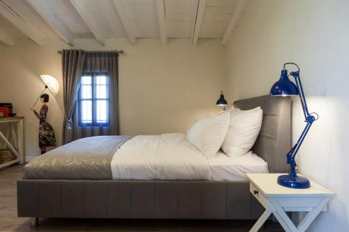 מיטה או מיטות בחדר ב-פנינת הכרמל