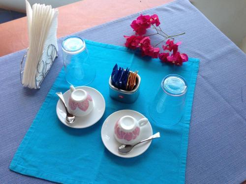 Set per la preparazione di tè e caffè presso Oltremare Residence Hotel