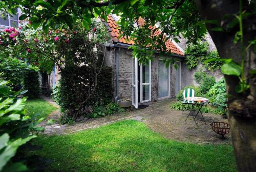 A porch or other outdoor area at b&b Achter de Sterren