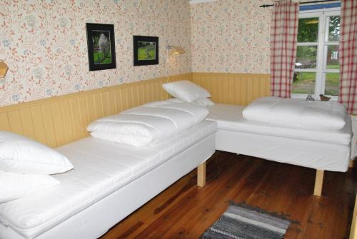 A bed or beds in a room at Åsens By