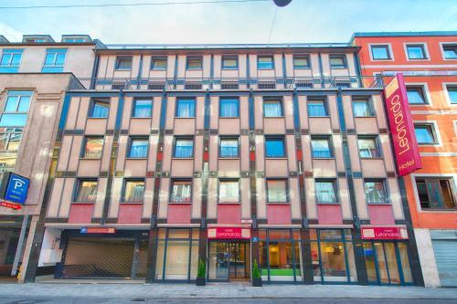 The facade or entrance of Leonardo Hotel München City Center