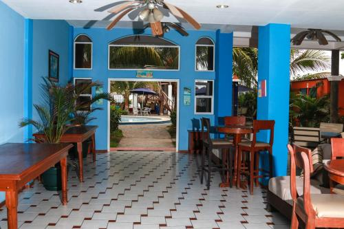 A restaurant or other place to eat at Sabas Beach Resort