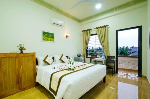 A bed or beds in a room at Countryside Garden Homestay