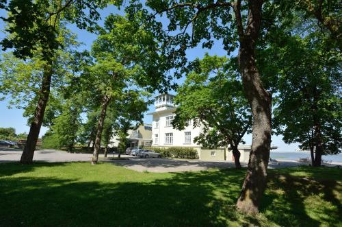 Sodas prie apgyvendinimo įstaigos Baltic Hotel Promenaadi