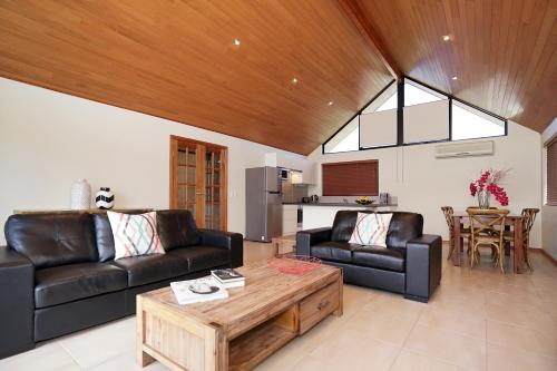 The lounge or bar area at Swanriver Applecross Shortstays