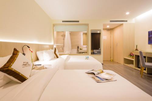 Кровать или кровати в номере Stella Maris Nha Trang Hotel