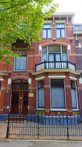 De façade/entree van City Lodge Stay A while