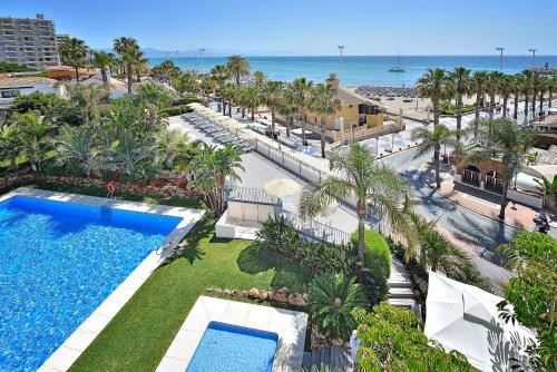 A view of the pool at Mac Puerto Marina Benalmádena or nearby