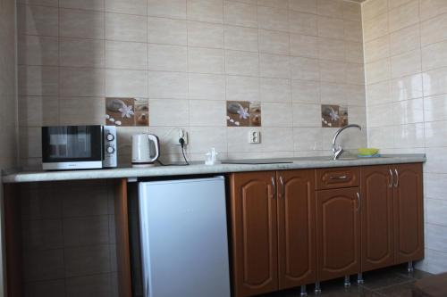 A kitchen or kitchenette at Квартиры Калинина 161А