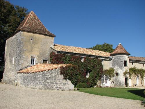 A garden outside Château de la Tour du Breuil